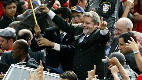Lula paraatissa presidenttivalintansa jälkeen vuonna 2003.