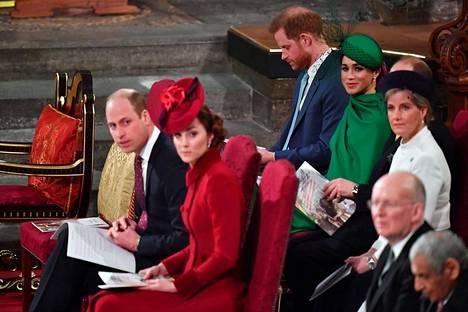 Jamesin mukaan erityisesti Harryn ja Williamin välillä tuntui olevan jännitteitä.