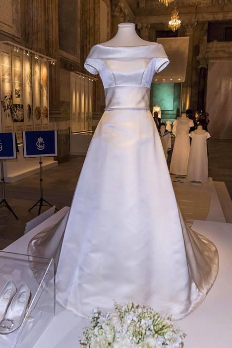 Kruununprinsessa Victorian hääpuvun suunnitteli Pär Engsheden.