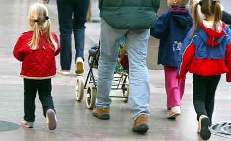 Pelastakaa Lapset ry:n Lapsen ääni -kyselyyn vastanneista lapsista 13 prosenttia arvioi perheensä olevan melko tai erittäin vähätuloinen.