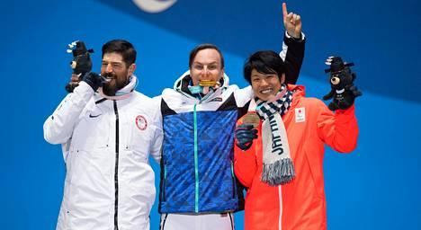 Suur-Hamarin seuraksi palkintokorokkeelle nousivat USA:n Keith Gabel (vas.) ja Japanin Gurimu Narita.
