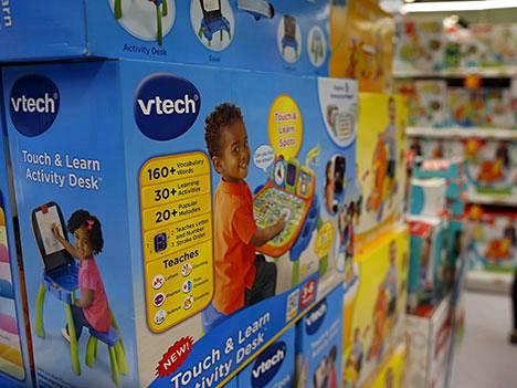 VTechin tuotteita myynnissä Hongkongissa. Yhtiön oppimislaitteilla voi muun muassa tallentaa keskusteluja, jotka ovat päätyneet hakkerille.