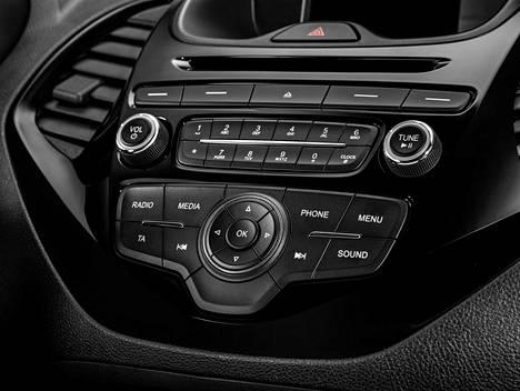 Fordin SYNC yhteydenpito- ja viihdejärjestelmä toimii englanninkielisillä äänikomennoilla.
