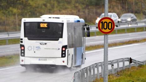 Siellä missä on voinut ajaa 120 km/h, talvikautena maksiminopeus on 100 km/h.
