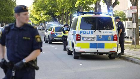 Göteborgissa kuoli 33-vuotias miespoliisi keskiviikkoisessa ampumistapauksessa.