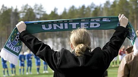 Tampere Unitedin kannattaja Suomen cupin ottelussa huhtikuussa.