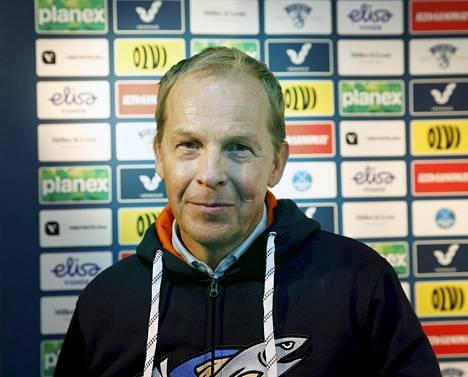 Reijo Ruotsalainen ei aio mediatyrkyksi, mutta hymyilee voiton jälkeen.