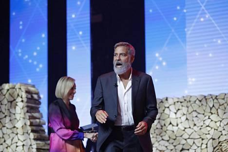 George Clooney murjaisi heti kärkeen vitsin parrastaan.