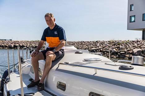Tapio Lehtinen viimeisteli venettään lähtokuntoon toukokuun lopussa.