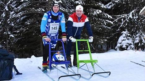 Markku Levänen päihitti viikko sitten kisatuissa alamäkipotkukelkkailun MM -kisoissa hiihtolegenda Björn Dählien. Kaksikko poseerasi yhdessä kisapaikalla.