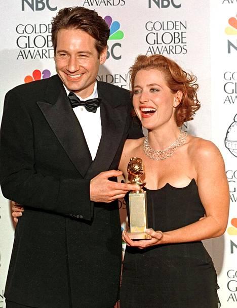 David Duchovnyn ja Gillian Andersonin tähdittämä X-files oli 61 kertaa ehdolla eri sarjojen Emmy-palkintojen voittajaksi. Pystejä kertyi lopulta 16.