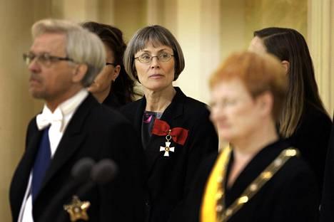 Maria Romantschuk (keskellä) on työskennellyt mm. presidentin kanslian lehdistöpäällikkönä. Kuva presidentti Tarja Halosen virkaanastujaisseremoniasta Presidentinlinnassa 1. maaliskuuta 2006.