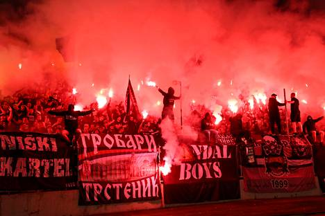 Serbian jalkapallokatsomoissa palattiin vanhaan normaaliin.