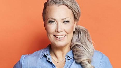 Johanna Pakonen hehkuttaa uutta miesystäväänsä Anna-lehden haastattelussa.