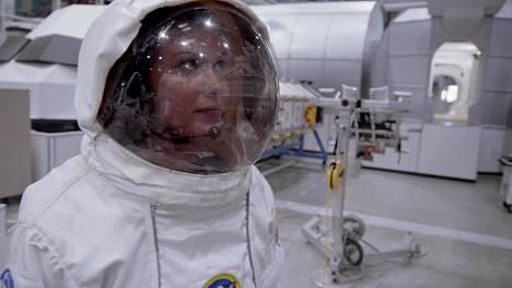 Nuoret pääsevät tutustumaan konkreettisesti Mars-matkan olosuhteisiin.