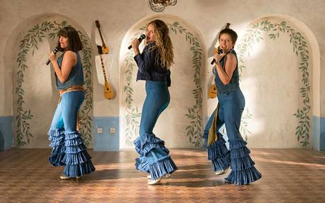 Mamma Mia: Here We Go Again kurkisti Donnan nuoruuteen.