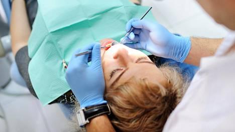 Diabeetikon hampaat ja ikenet kannattaa hoitaa kunnolla – voi mahdollisesti hillitä tyypin 2 diabetesta