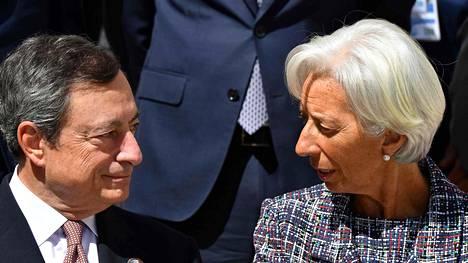 EKP:n Mario Draghi ja IMF:n pääjohtaja Christine Lagarde Ranskassa G7-maiden kokouksessa, jossa on keskusteltu muun muassa valuuttarahaston uudesta johtajasta.