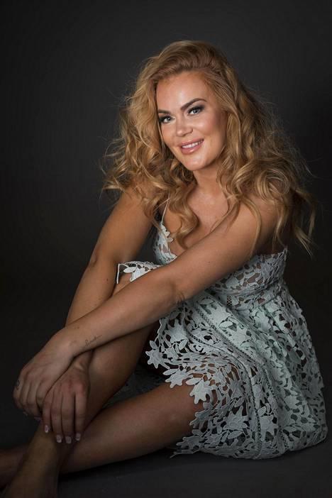 Rosanna Kulju tunnetaan entisenä missinä sekä Miss Helsinki -kisan järjestäjänä.