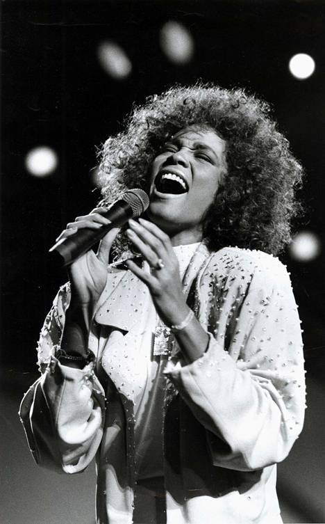 Laulaja Whitney Houston muistetaan ikonisesta kasarityylistä. Kuva vuodelta 1986.