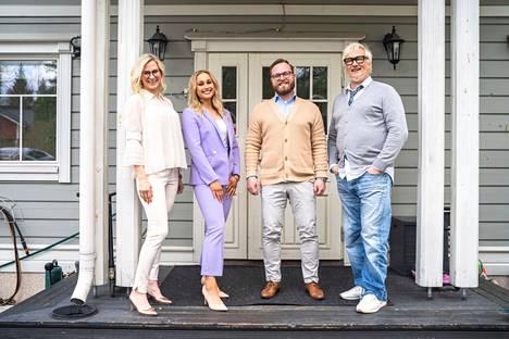 Ida (vasemmalla), Anne Ramsay, Sami ja Marko Paananen lähtevät pohtimaan yhdessä uutta asumisratkaisua.