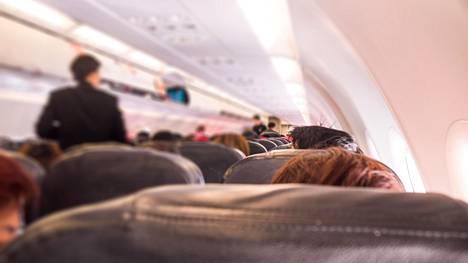"""Saako lentokoneessa vaihtaa istuinpaikkaa toisen matkustajan kanssa? """"Minuutti sen jälkeen, kun istuin uudelle paikalleni..."""""""
