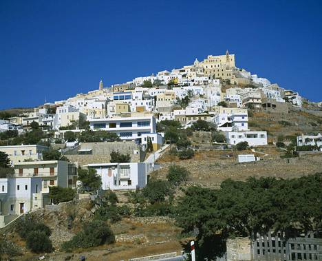 Sýros kuuluu Kykladien saariryhmään ja siellä on noin 21000 asukasta.