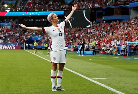 Kuusi maalia viimeistellyt Megan Rapinoe jakoi MM-kisojen maalipörssin voiton maannaisensa Alex Morganin ja Englannin Ellen Whiten kanssa.