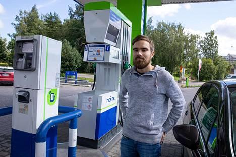 22-vuotias Perttu Mattila kertoo verojen nousun vaikuttavan olennaisesti hänen kuluihinsa. Syksyllä hän aikoo hyödyntää enemmän julkista liikennettä.