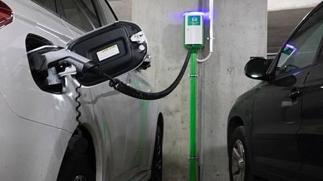 Liikennesektorilla on suuri merkitys päästövähennystavoitteiden saavuttamiseksi.Kauppakamaritpitävät tärkeänä, että EU-tasolla määriteltyihin tavoitteisiin suhtaudutaan vakavasti, mutta silti ilman ylilyöntejä.