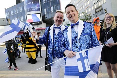 Jouni Pihkakorpi (vas.) osallistui viime vuonna Tukholman euroviisuihin. Kuvassa myös Kim Karlsson.