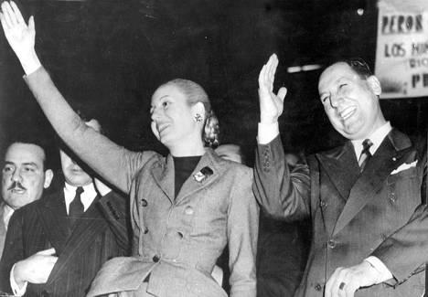 Eva ja Juan Peron mielenosoituksessa vuonna 1951.