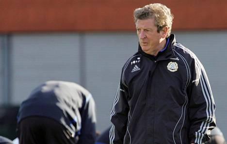 Roy Hodgson ymmärsi Suomen valmentajana, miten ranking toimii. Hodgson käytännössä lopetti harjoituspelit vuodeksi ennen MM-karsinta-arvontaa. Lopputuloksena oli vuosituhannen korkein Fifa-ranking. Suomi sijoittui 2010 MM-kisojen arvonnoissa tukevasti kolmoskoriin, muun muassa Belgian edelle.