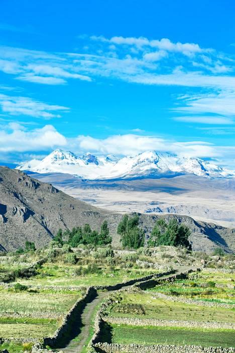 Forbes hehkuttaa etenkin retkeä, jonka aikana patikoidaan huikeissa vuoristomaisemissa ja majoitutaan maailman korkeimmalla sijaitsevissa majapaikoissa.
