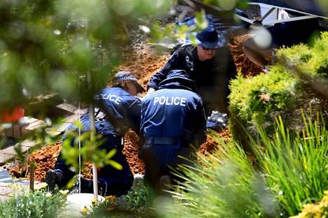 Poliisi teki syyskuussa etsintöjä perheen entisessä kotitalossa ja sen pihalla Sydneyn esikaupunkialueella.