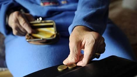 Työllisyys ja palkkojen kehitys määräävät pitkälle, minkälaisia eläkkeitä ihmisille kertyy, ja toisaalta millaisia eläkemaksuja heiltä pitää kerätä.