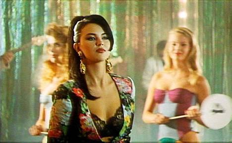 Kata Kärkkäinen, nykyään Katariina Souri, esiintyi 1991 Kadunlakaisijat-zombikomediassa.