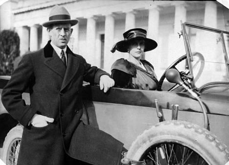 Andreas ja Alice kuvattuna vuoden 1915 tienoilla, kun kaikki oli vielä hyvin.