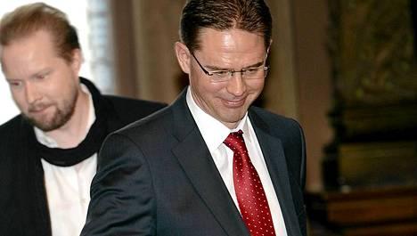 Pääministeri Jyrki Katainen ja professori Pekka Himanen esittelivät paljon puhutun tulevaisuusraportin sisällön torstaina Helsingissä.