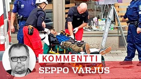 Epäilty puukottaja vietiin sairaalahoitoon.