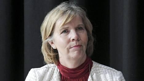 Oikeusministeri Anna-Maja Henriksson (r).