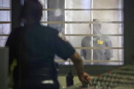 Tämä valokuva on otettu Rikers Islandin vankilassa maaliskuun 12. päivänä.