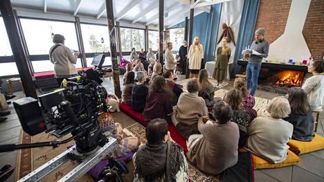 Kaikki synnit -sarjan toista kautta kuvattiin Oulunsalossa keväällä 2020.