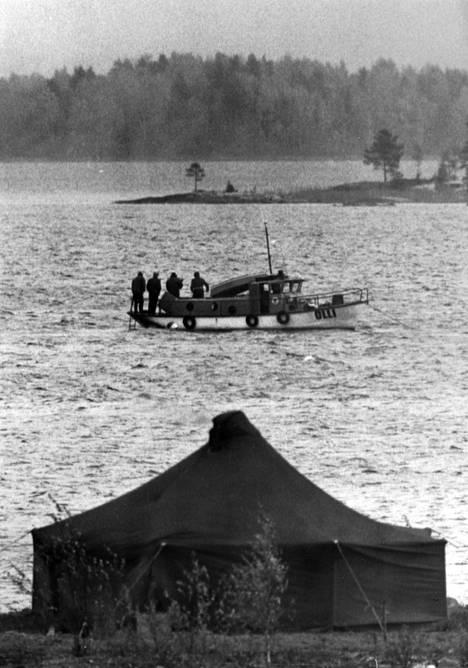 Rissalan lento-onnettomuuden uhreja etsitään Juurusvedestä.