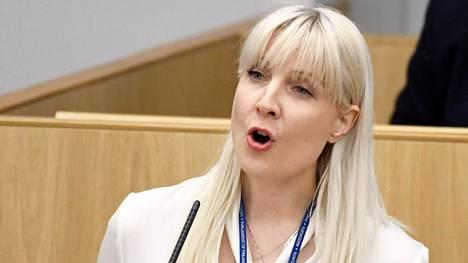 Laura Huhtasaari piti tänään maanantaina perussuomalaisten ryhmäpuheenvuoron eduskunnassa.