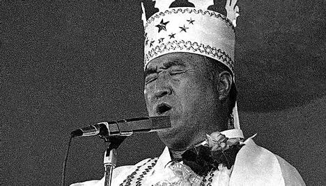 Yhdistymiskirkon eli moonilaisuuden perustaja Sun Myung Moon kuoli maanantaina Etelä-Koreassa 92 vuoden ikäisenä.