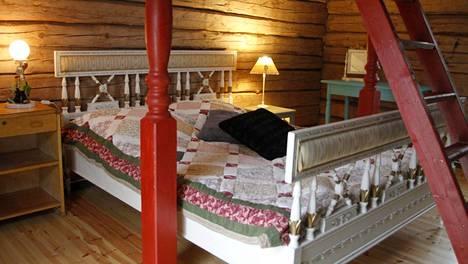Circus Hostel Holken sijaitsee Inkoossa. Majoittua voi myös hirsituvassa.