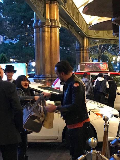 Nicolas Cage ja Erika Koike menivät naimisiin Las Vegasissa. Liiton mitätöimistä haettiin heti neljä päivää häiden jälkeen.