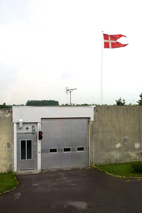 Herstedvesterin vankilan pääportti. Vankila on erikoistunut psykiatrista tai psykologista hoitoa tarvitseviin vankeihin.