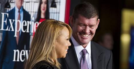 Mariah Carey saapui ensi-iltaan miljardööri James Packerin kanssa.